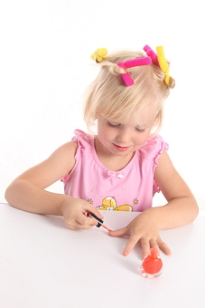 child--people--hair-roller--nail-polish_3213929