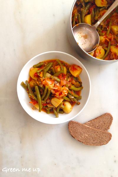 A part les haricots, il ne requiert que des ingrédients basiques  oignons,  carottes, pommes de terre, tomates (en conserve c\u0027est bien, ou fraîches),